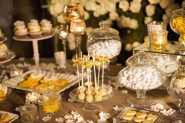 Matrimonio Tema Oro : Confetti oro per matrimonio white e gold dona un tocco